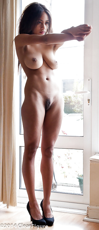 Full frontal nude of hot babe — pic 9
