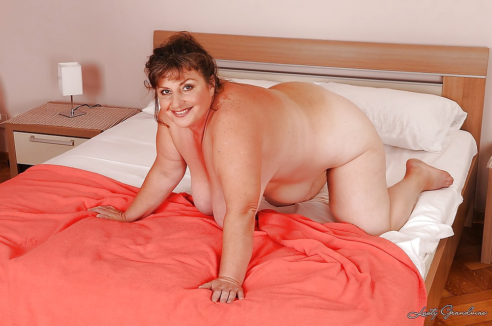 Fat naked lady on bed, choking sex pictures