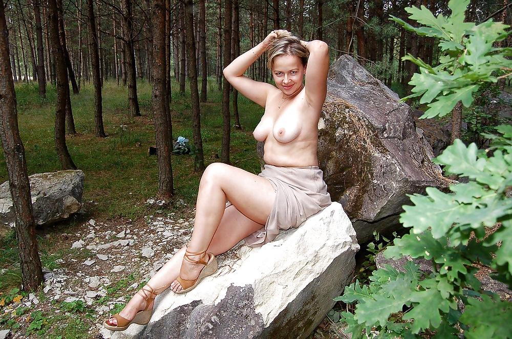 Откровенные порно фото в лесу зрелых баб, обмен женами в одной кровати порно