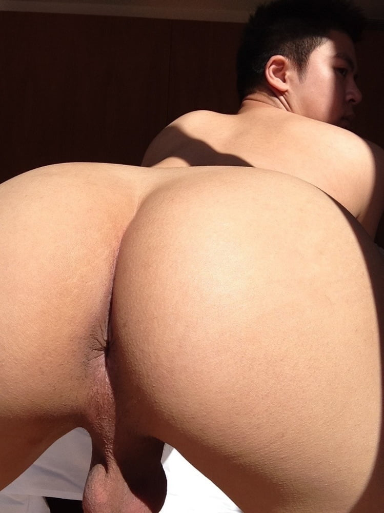 double-naked-big-booty-boys-the-ass