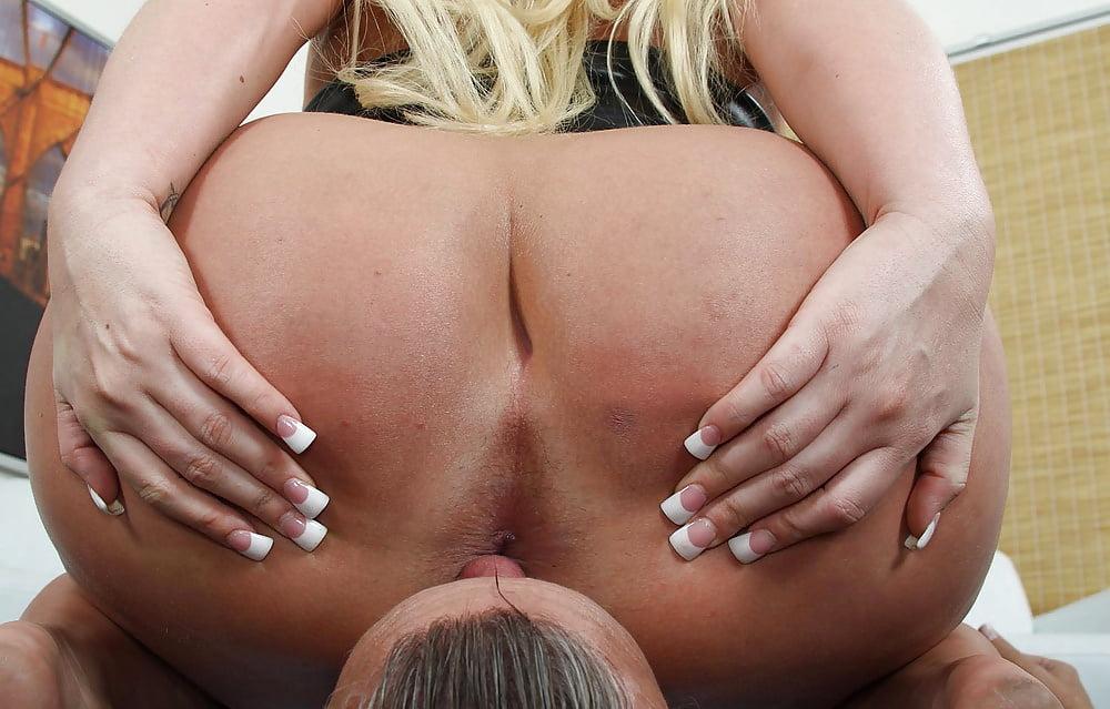 porno-blondinka-tolstaya-uselas-na-litso-tolstie-muzhiki-s-tolstushkami-porno