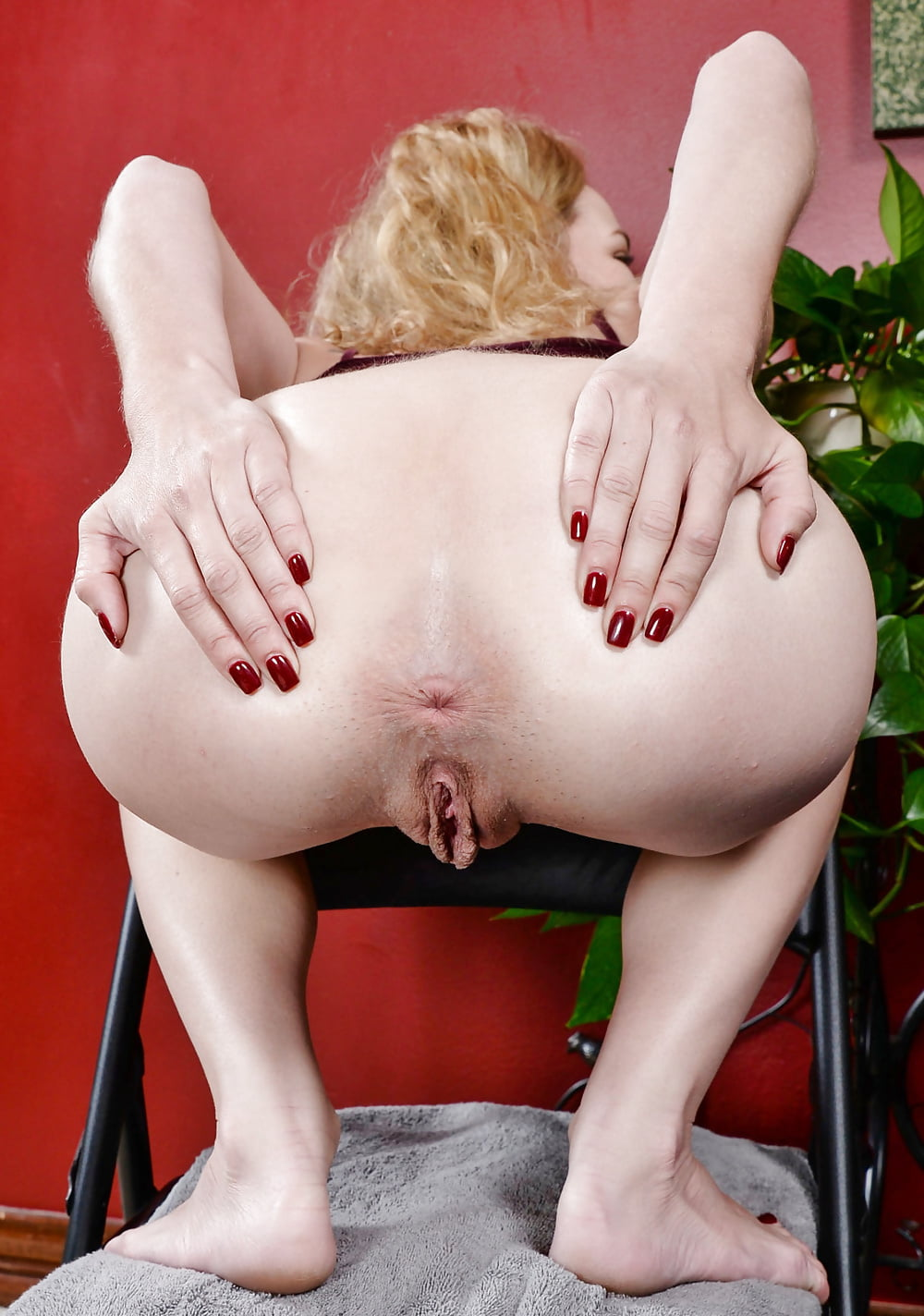 Milf spreading hole