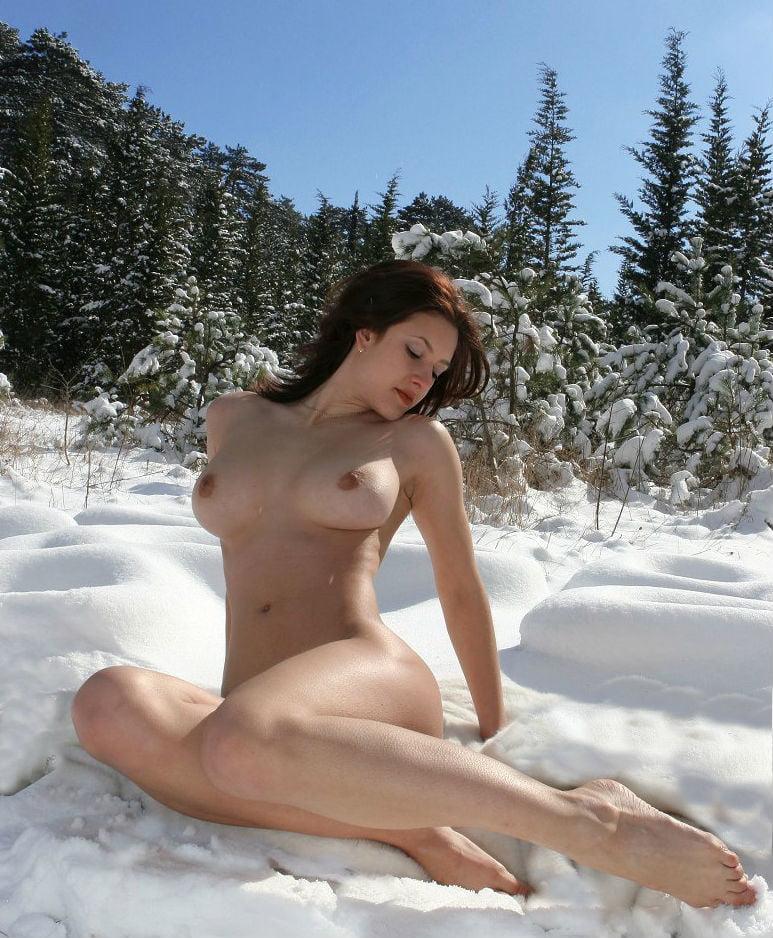 Снял голые женщины снегири