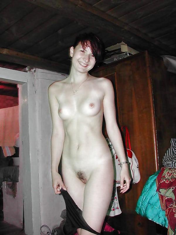 visyachie-golie-babi-iz-glubinki-figura