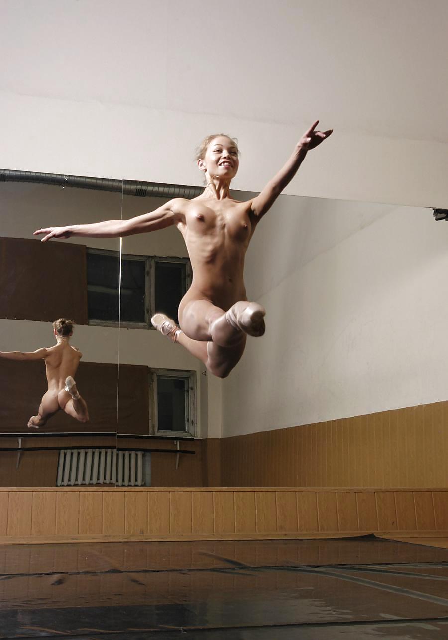 Фото балет голышом муж жена