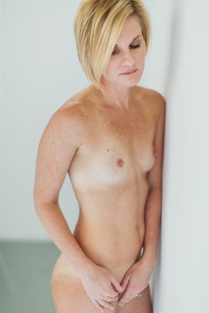 Freckled blonde naked — img 7