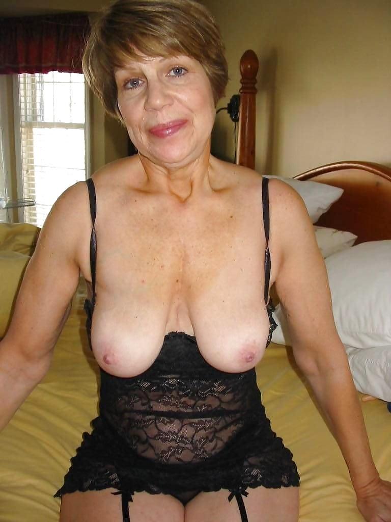 Euro granny pem lets her big old tits hang loose - 1 7