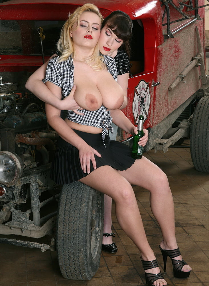 Hot rod girls behind scenes nude — photo 10