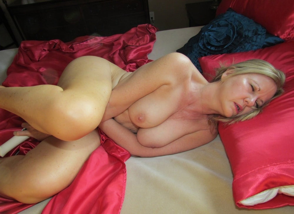 skinny-hot-milf-naked-in-bed-hard-sex