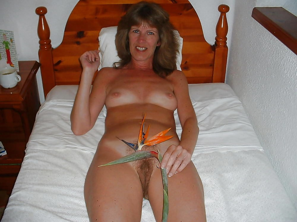 mature-uk-amateur-wives-naked