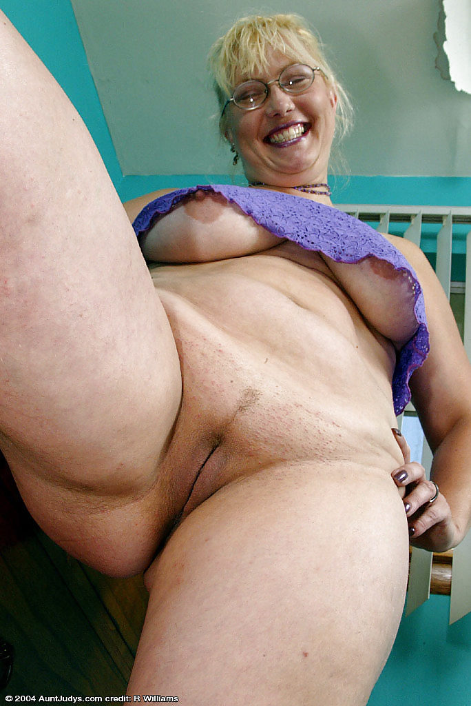 Grandma hairy sexy body solo