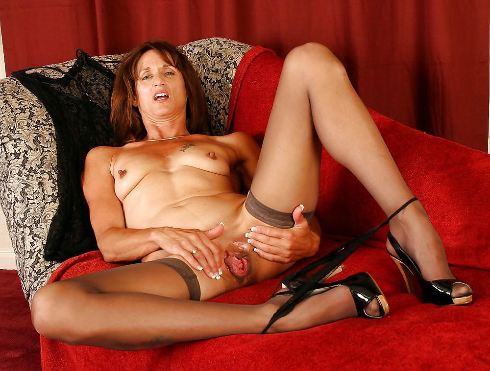 Free mature pics and older women galleries