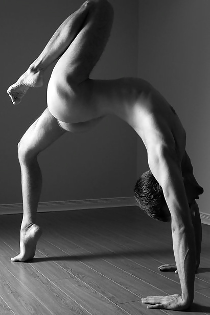 naked-male-yoga-videos