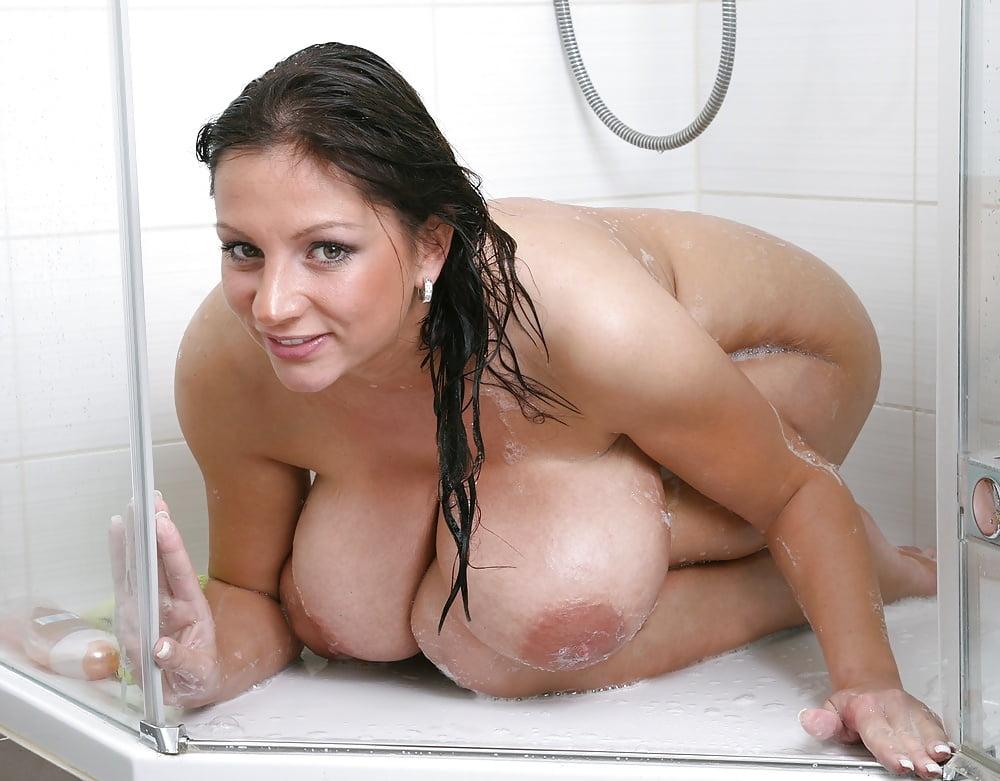 Big tits in the bathtub