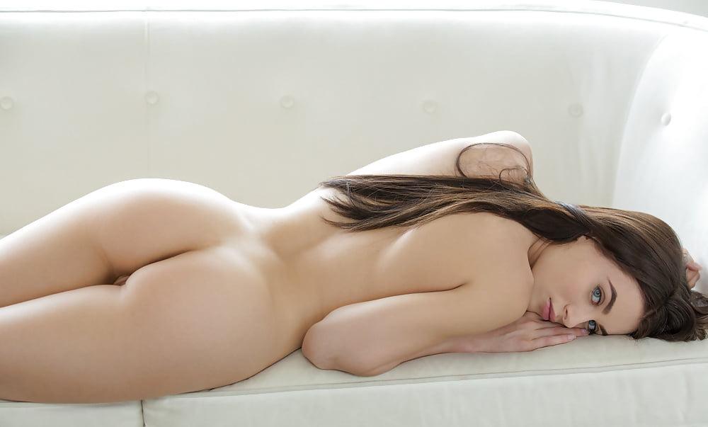 golie-devushki-lezha-na-boku-seks-afrikanskih-tolstushek