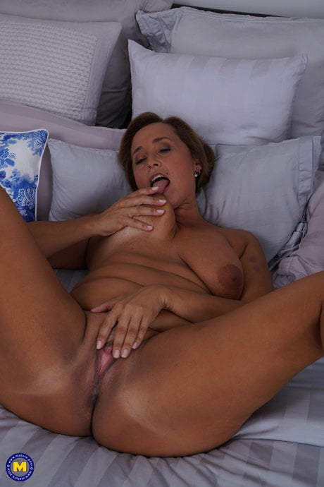 Slutty beautiful gilf whore- 16 Pics