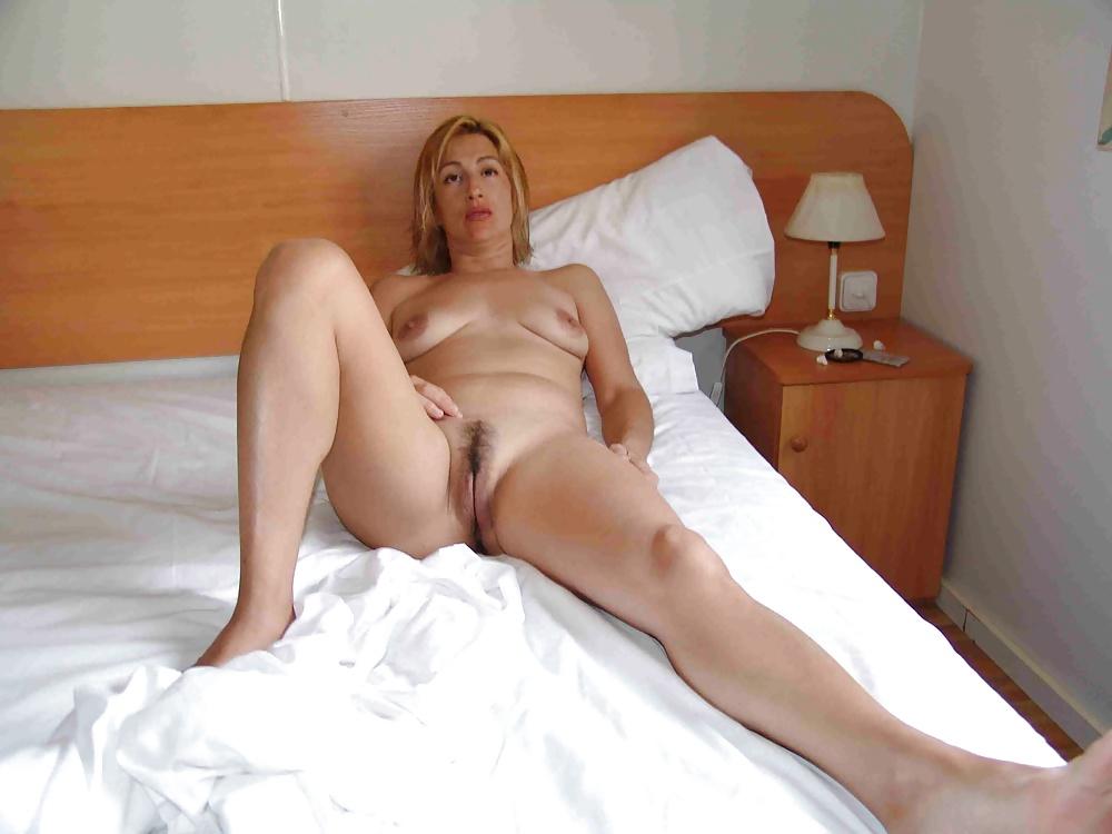 голые зрелые на кровати