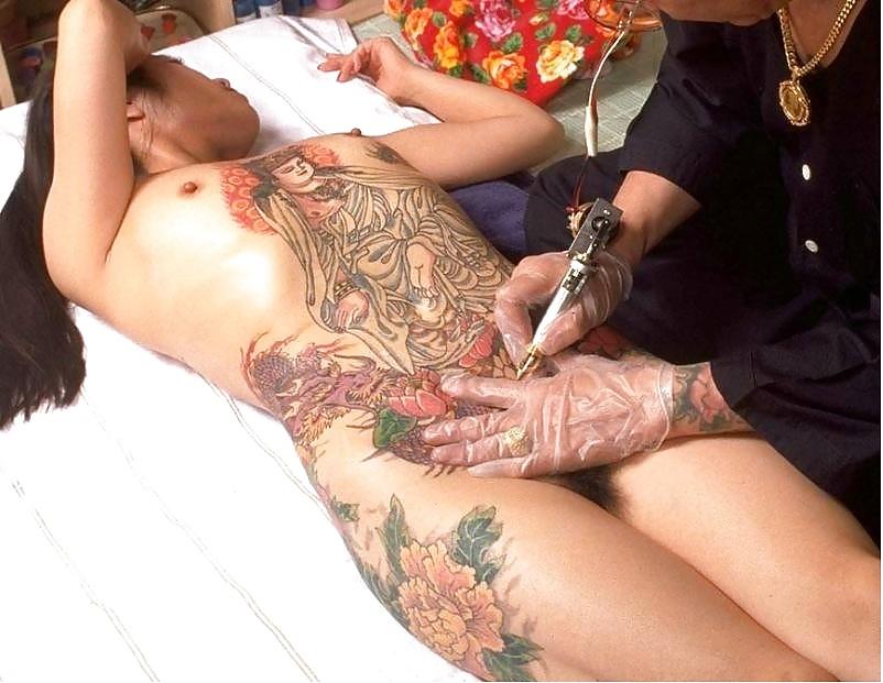 Tattooed milf brandy lee fingering pierced pussy