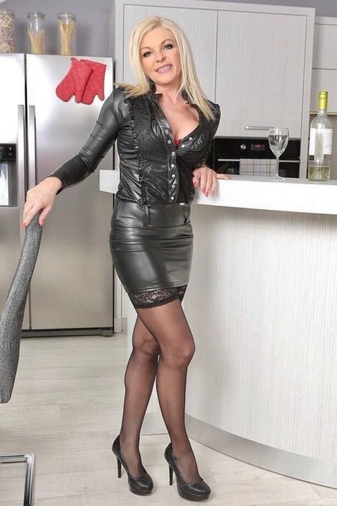 dick-white-girl-cougar-sex-with