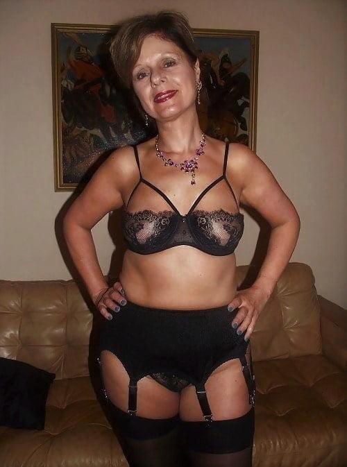 Women in skirts pics-8006