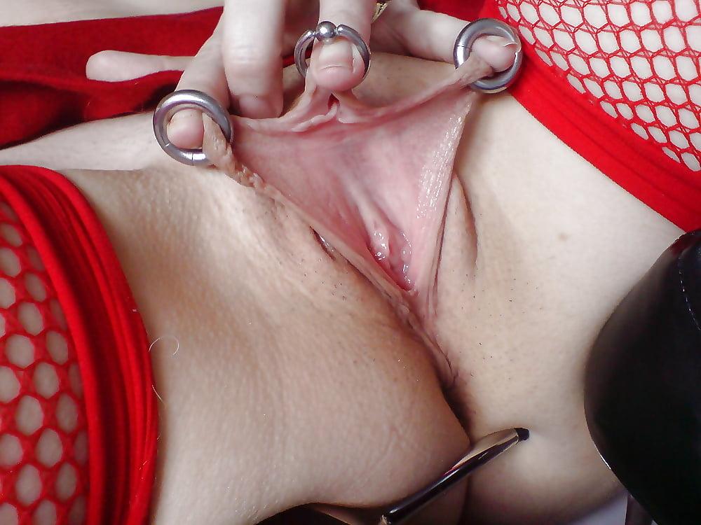 Видео девушки с пирсингом мастурбируют #12
