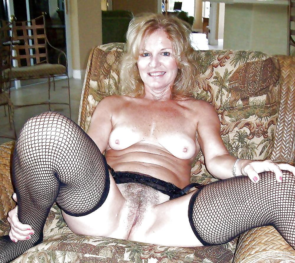 увидела порно фото зрелых жен в нижнем белье владела