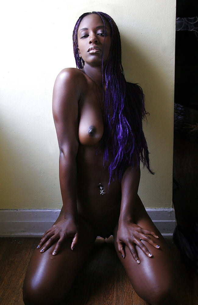 horny-woman-dark-skin-fit-girls-with-abs-and-shaved-pussy