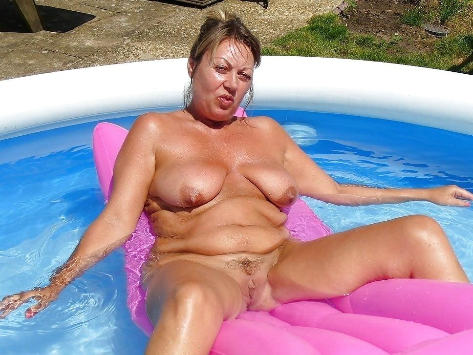 pooping-grandma-splits-sex-nudity