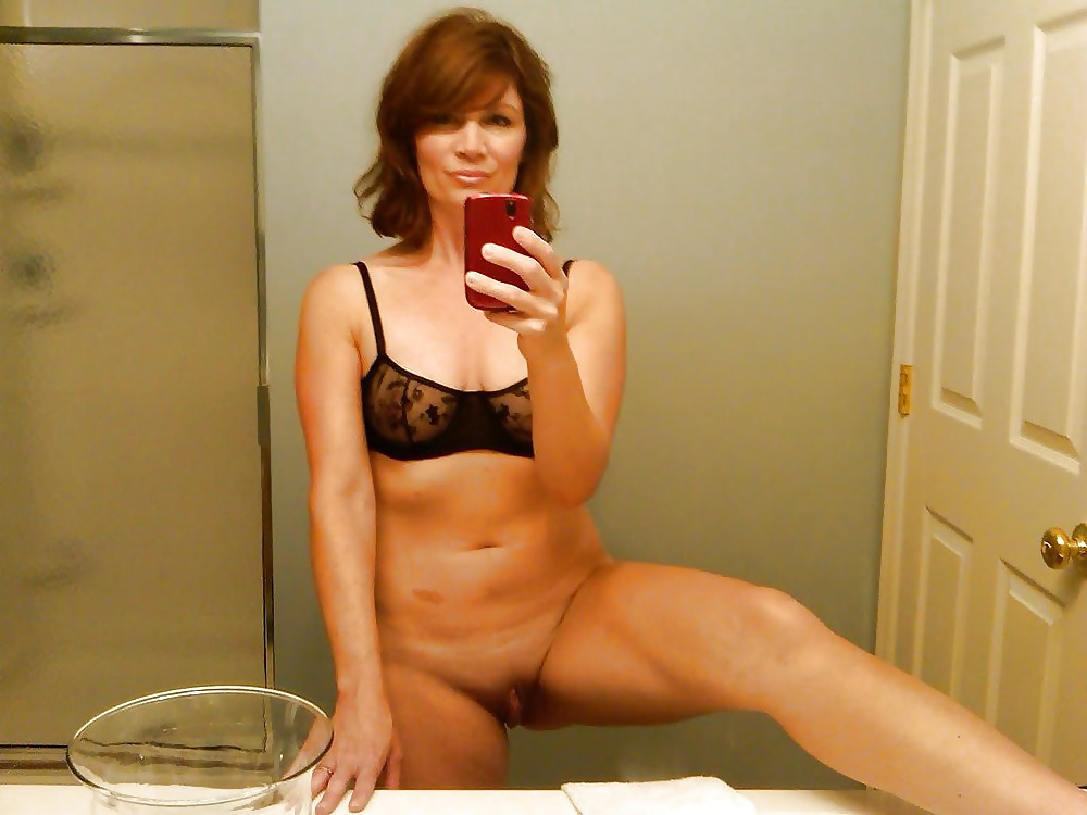 moms-taking-self-pictures-naked