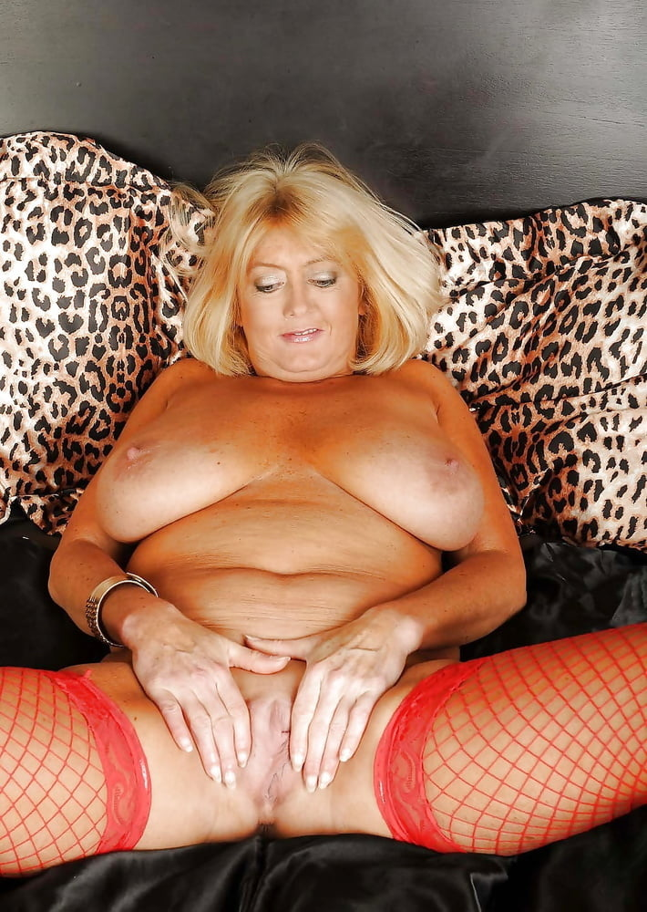 older-woman-showing-tits-pussy-naked-girls-virgin-hairy-vagina