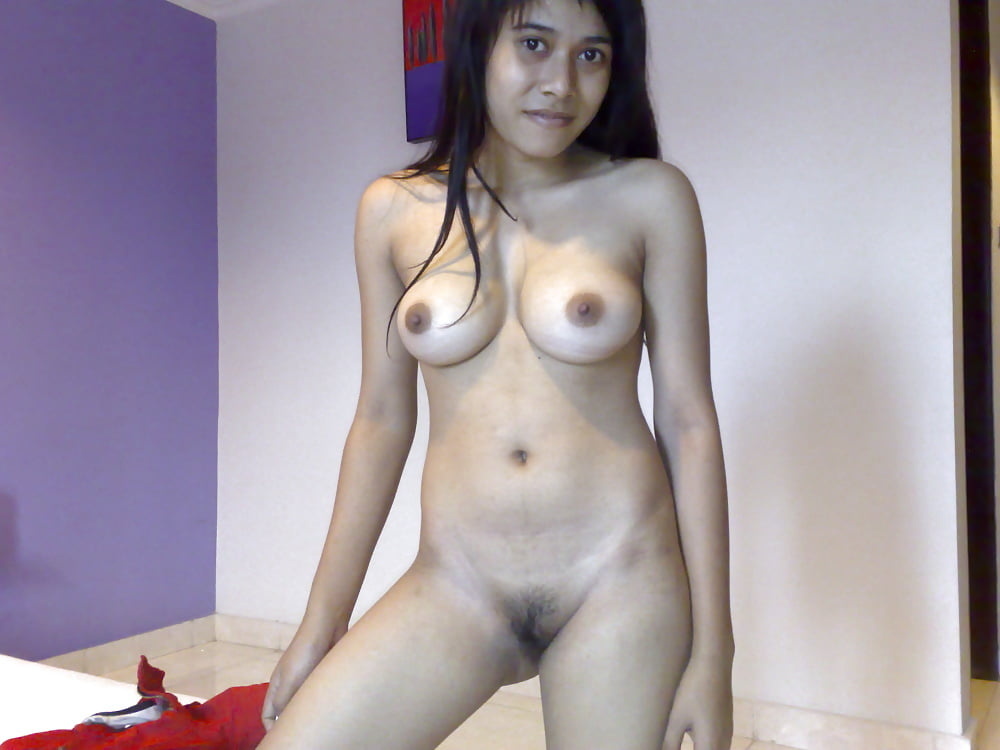 Naughty Amateur Indonesian Babe Gets Nude Outdoors