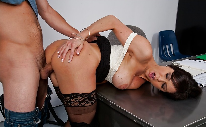 Beautiful Milf Kendra Lust Seduces And Fucks A Younger Guy With A Big Hard Cock