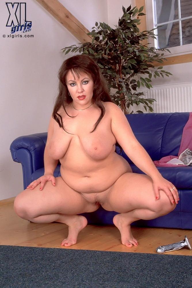 смотреть подобные порно пышка сидит на корточках сложно