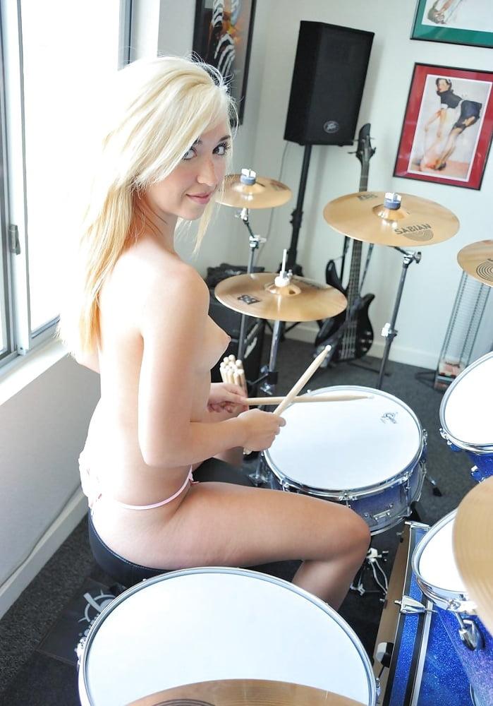 Naked girl drum