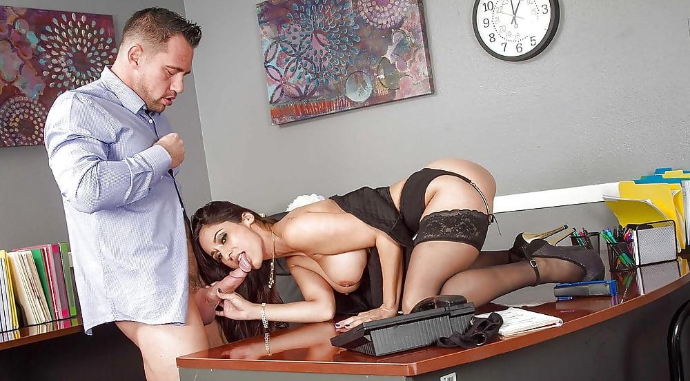 секс с начальницей игры - 10