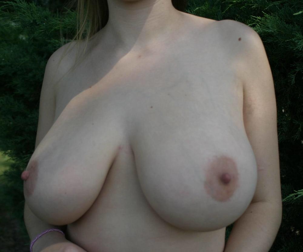 Mega tits babe