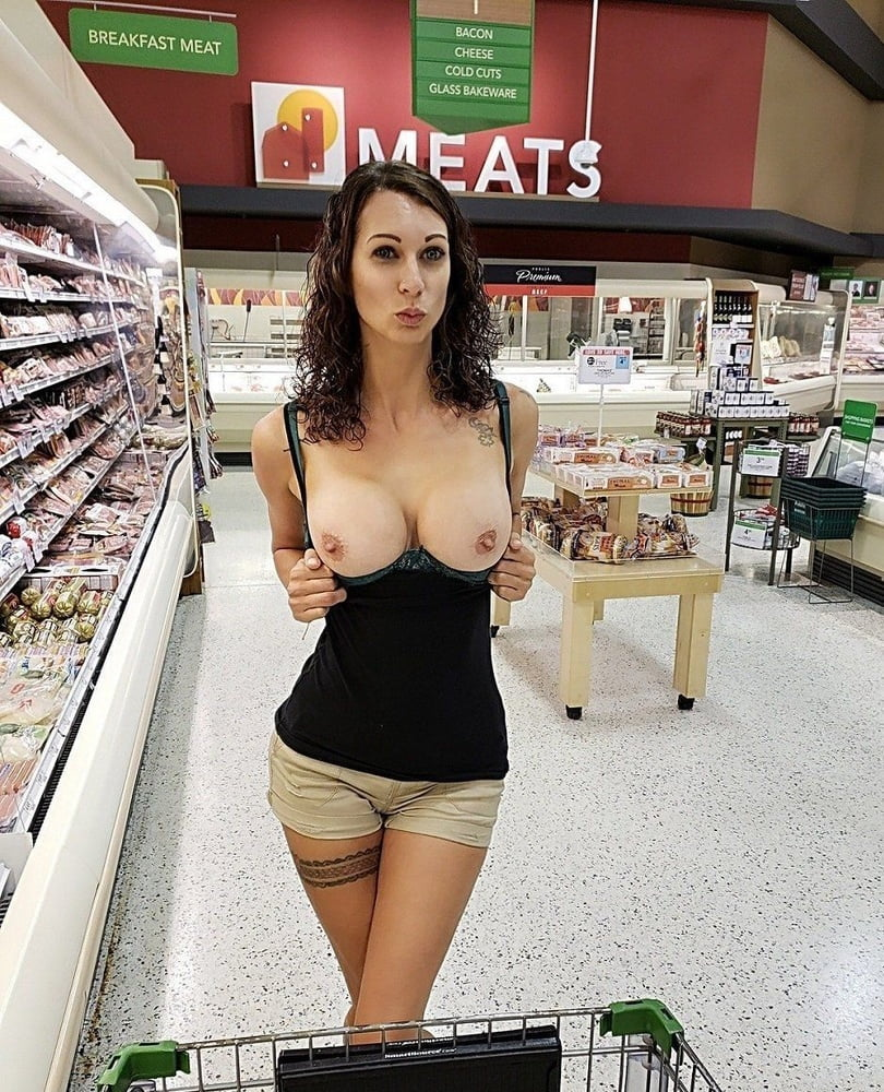 Cut girl flashes boobs in mall, big boob aunties