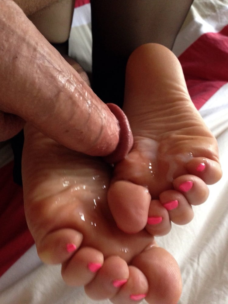 Milfs sexy foot fun