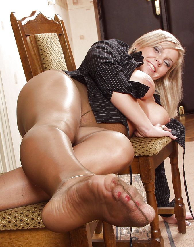 Of mature pantyhose worship