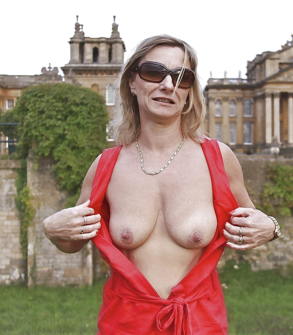 Average Looking Milf Shows Pussy