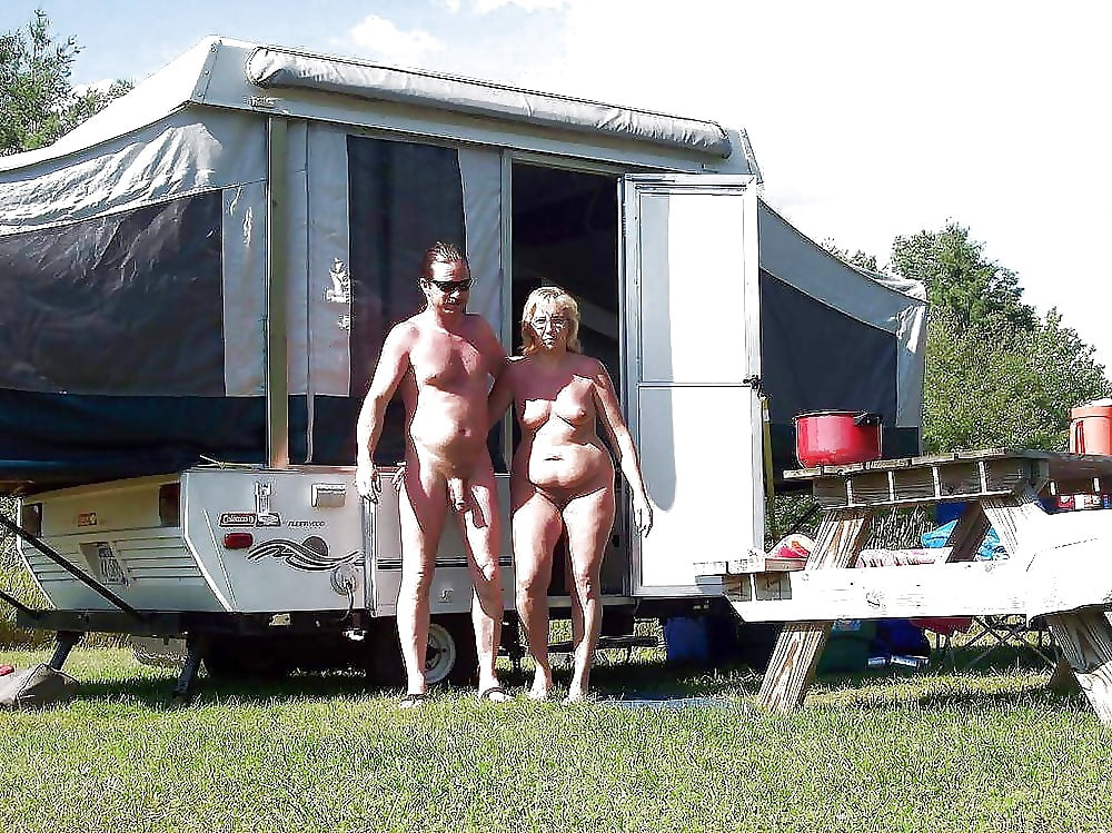 naked-campers-with-naked-girls