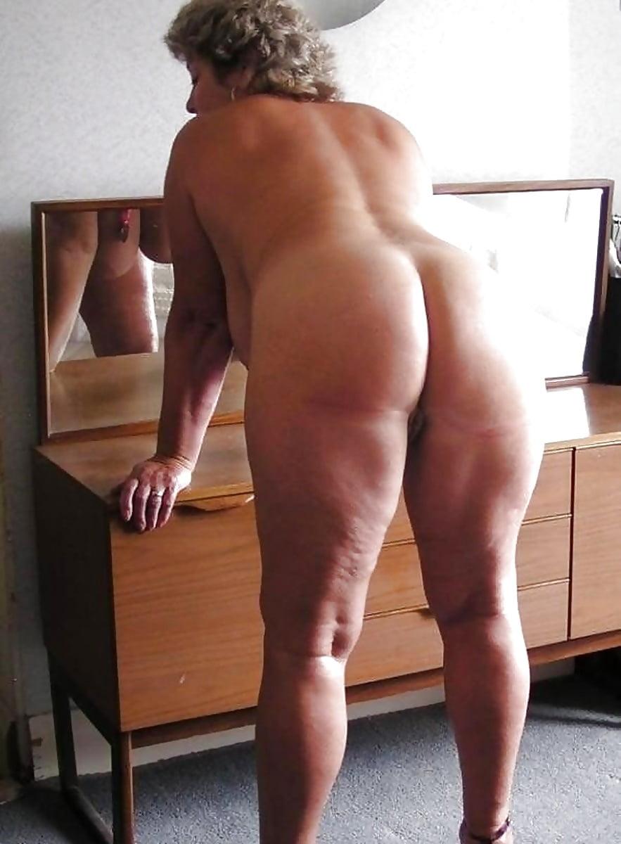 Nice ass on older woman