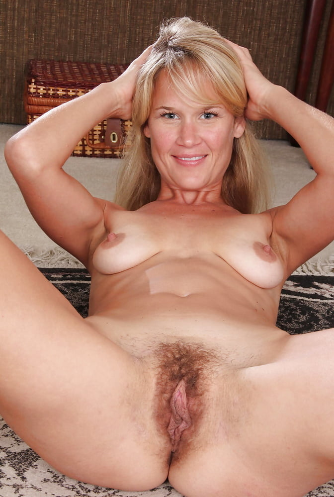older-woman-showing-tits-pussy