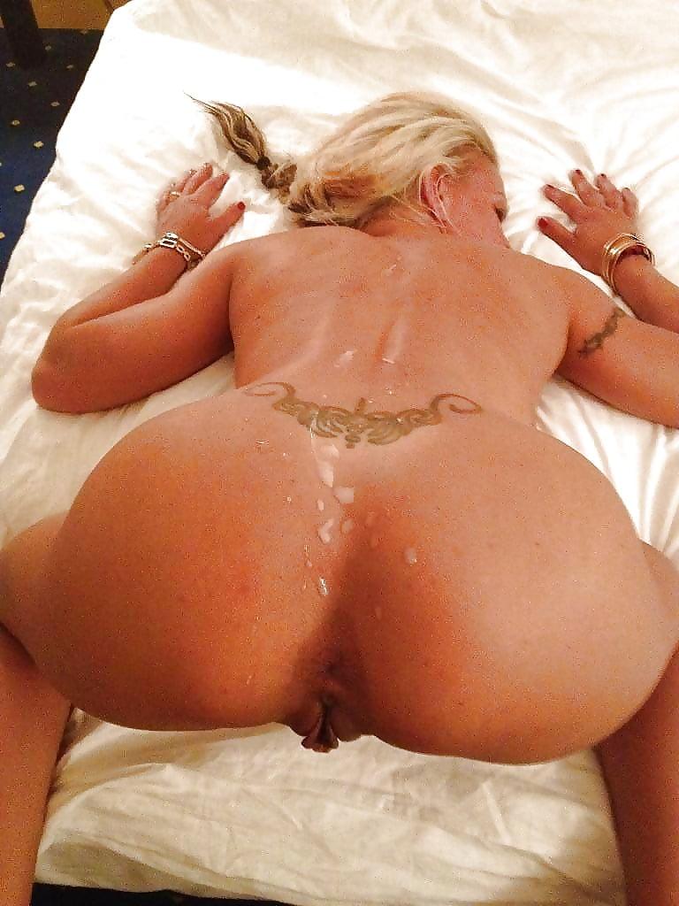 cum-on-wifes-sexy-ass-naked-sucking-vagina