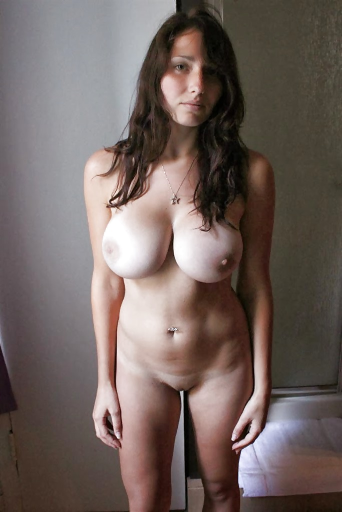 Amateur girls with big tits — photo 13