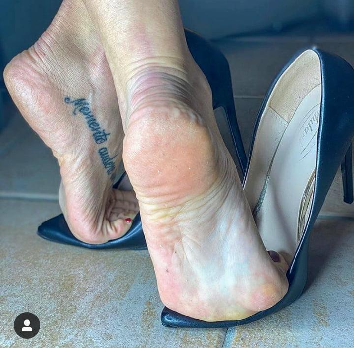 Milf feet Feet: 28,051