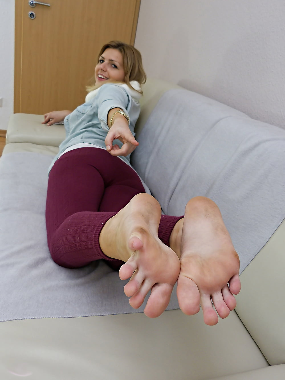 bend-up-and-smell-my-anal-vapor-stw-pantyhose-spank