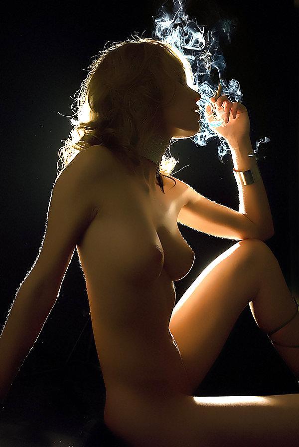 nude-smoking-women