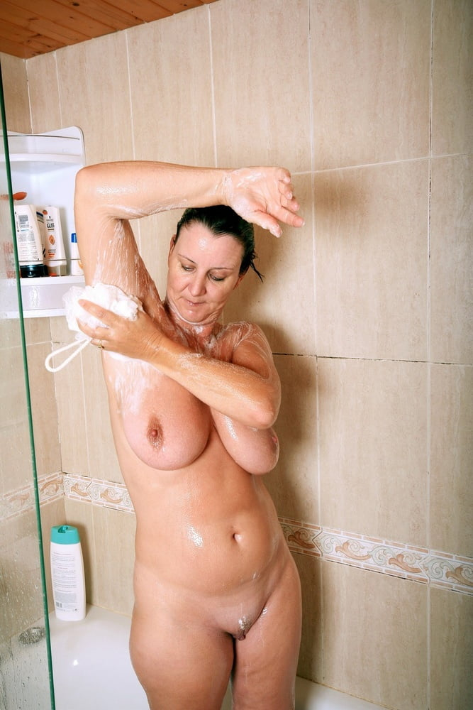 Ньюс смотреть голые мамочки в душе фото