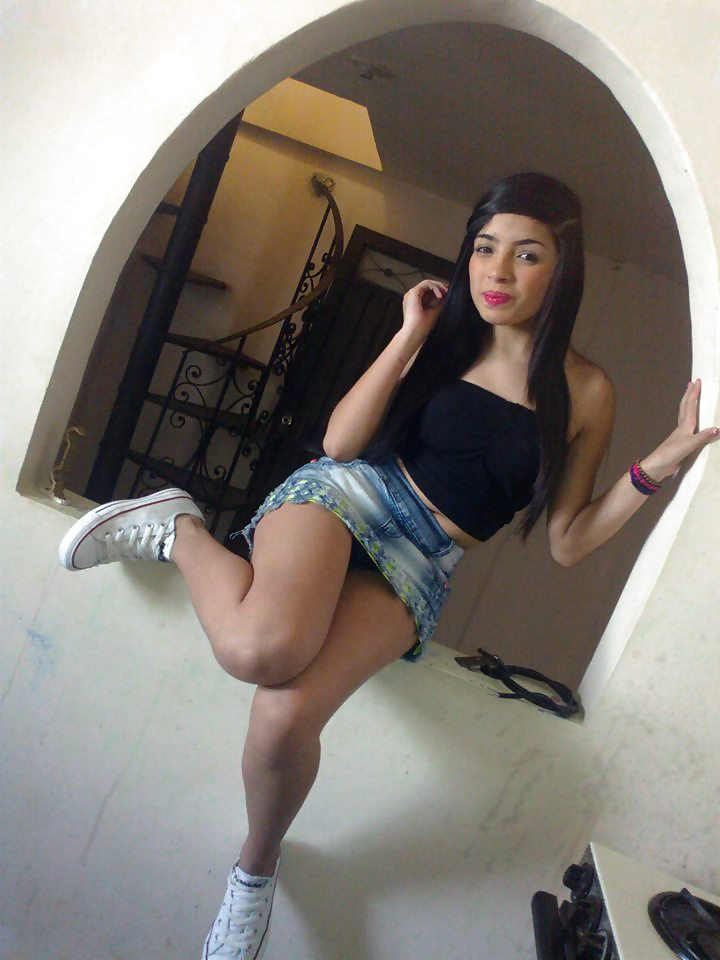 excellent upskirt of hot latina during her long pretty hair